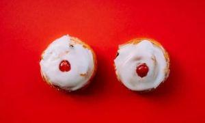 Болят соски у женщины — обзор причин боли в сосочках и что можно с этим делать