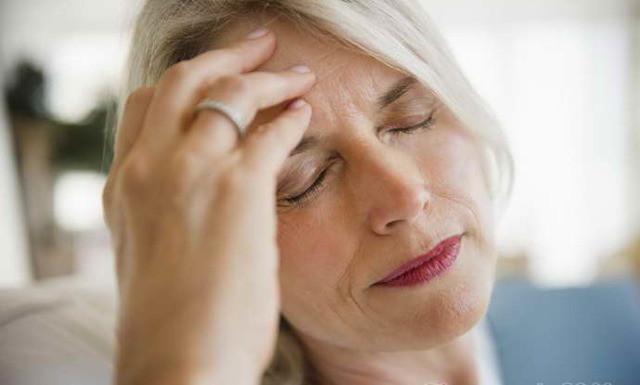 Предынсульт у женщин: симптомы и первые признаки, что делать и как помочь