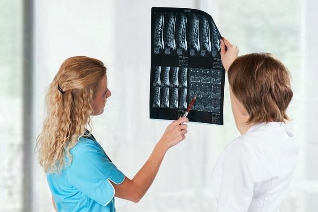 Боль в левой грудине: что значит, когда болит грудь слева - возможные причины