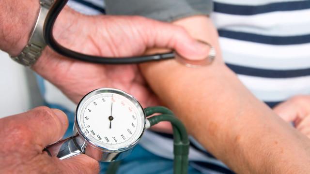 Эссенциальная гипертензия: что это такое, разница с артериальной, причины и лечение
