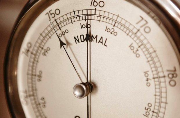 Как атмосферное давление влияет на человека: низкое и высокое, и чем это опасно