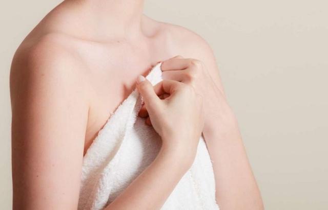 Волосатые соски у женщин: причины, почему растут волосы вокруг ареолы на груди