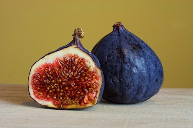 Инжир при грудном вскармливании: можно ли есть кормящей маме сушеный и свежий