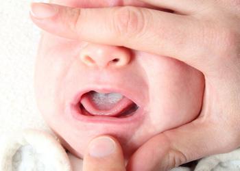Болит грудь при ГВ (грудном вскармливании): обзор причин и методы лечения