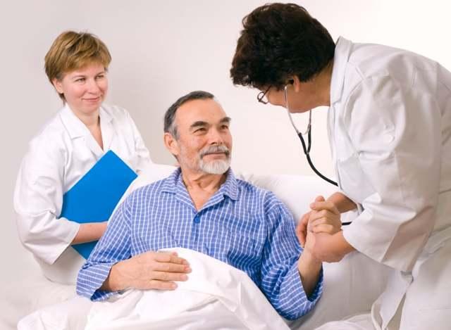 Микроинсульт у мужчин: симптомы и первые признаки, неотложная помощь