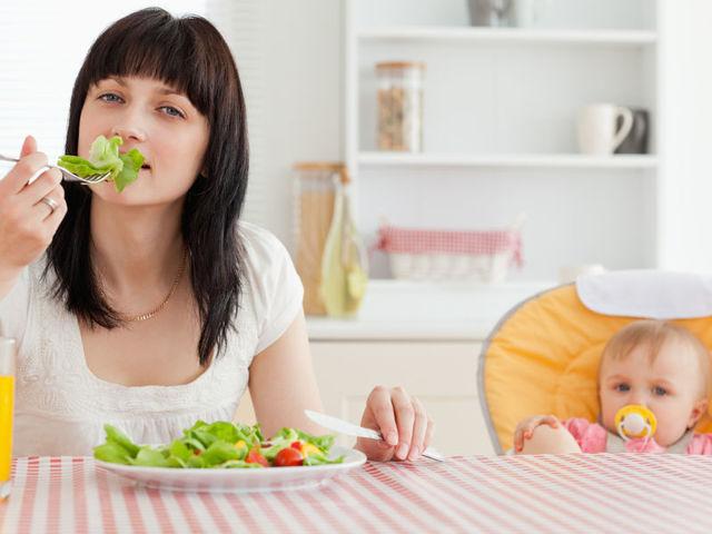 Средства для увеличения лактации молока у мамы: питание, напитки, травы