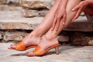 Болят вены на ногах: что делать, причины и чем лечить