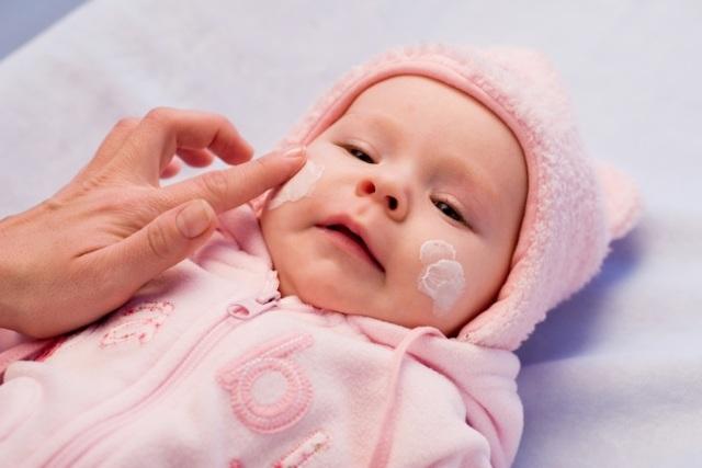 Нужно ли смывать Бепантен перед кормлением ребенка: крем или мазь для сосков