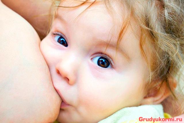 Как повысить жирность грудного молока у кормящей мамы: какие продукты влияют на это