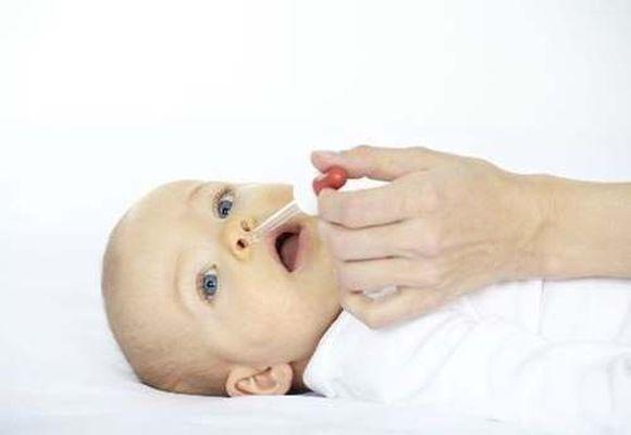 Грудное молоко от насморка у грудничков: помогает или нет, как правильно использовать