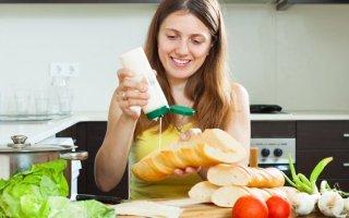 Можно ли кормящей маме майонез: правильное питание при грудном вскармливании