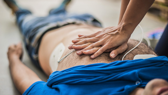 Синдром Морганьи-Адамса-Стокса (МЭС): симптомы и неотложная помощь при приступе