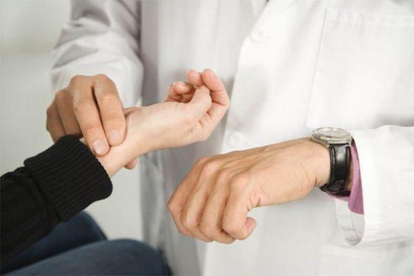 Низкий пульс при высоком давлении: причины, что делать