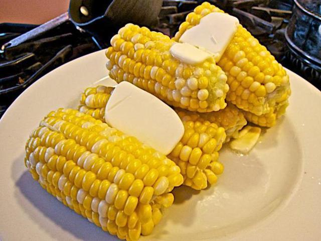 Можно ли кукурузу при грудном вскармливании: диета кормящей мамы на ГВ