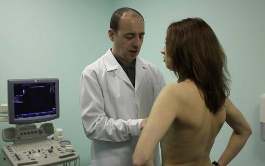 Почему болят соски: причины набухания, увеличения и болей в груди у женщин