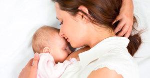 Можно ли кормить грудью при температуре и когда это вредно для ребенка