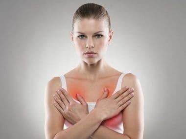 Чешется грудь у женщин во время беременности: почему и что с этим делать