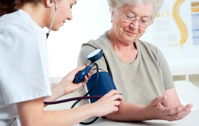 Низкое давление и высокий пульс: 20 причин, первая помощь и лечение