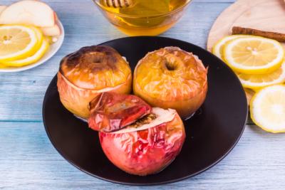 Яблоки при грудном вскармливании: можно ли кормящей маме есть зеленые и печеные