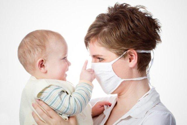 Чем лечить простуду кормящей маме: как можно лечиться при лактации